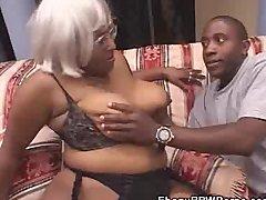 Shlong Sucking Ebony Plumper Nude